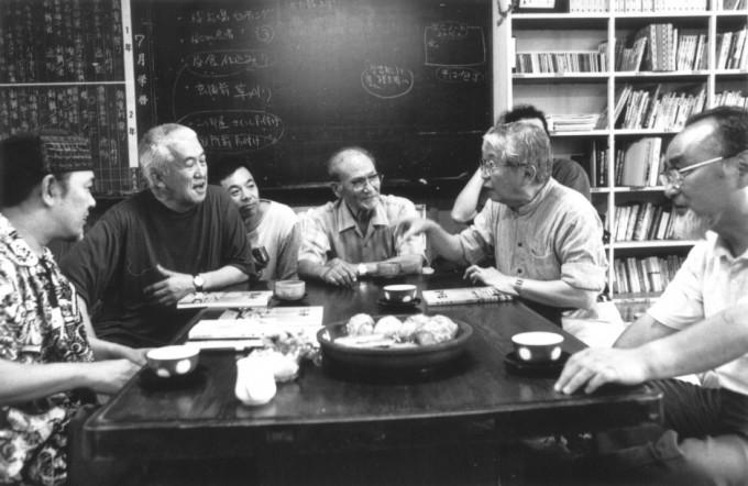 鬼太鼓座創設に関わった、本間雅彦氏、永六輔氏とともに(2002年)