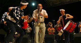 2004年ファンファーレ・チォカリーア(ルーマニア)との共演