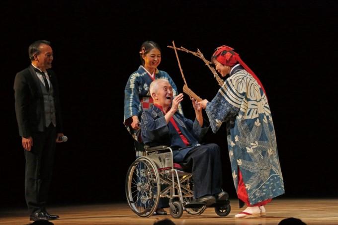 2013年12月「小島千絵子トーク&ライブ『紅の寿』」にて(写真:宮川舞子)