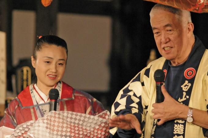 2003年10月「永六輔さんコンサート『鼓童大慶寺を鳴らす』」にて(写真:田中文太郎)