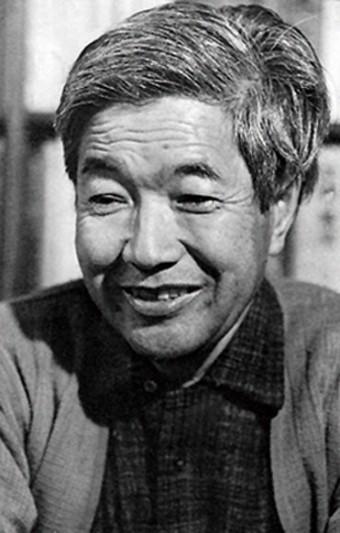 宮本常一(みやもとつねいち=1907〜1981)/「旅する民俗学者」と呼ばれ、ひたすら歩いて日本中の民俗や民具を調査した、日本を代表する民俗学者。農村や離島の振興に尽力され、また「職人(日本海)大学構想」を提唱するお一人として「佐渡の國鬼太鼓座」誕生に関わられた、鼓童にとって大変縁の深い方。
