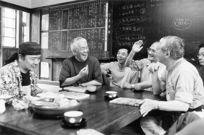 2000年5月柿野浦の研修所にて 本間雅彦先生もご一緒に(写真:吉田励)